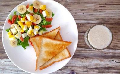 果蔬沙拉配面包
