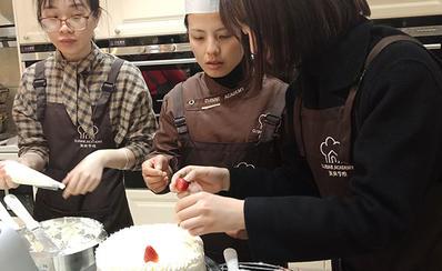 蛋糕放水果